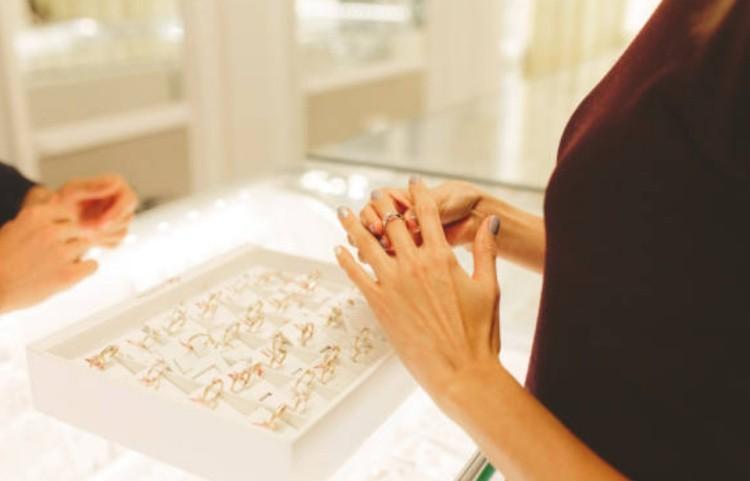 Выбор изделие с бриллиантами