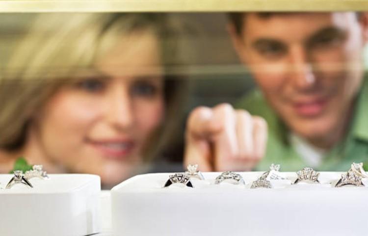Выбрать изделие с бриллиантами