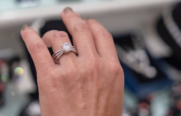Как выбрать изделие с бриллиантами